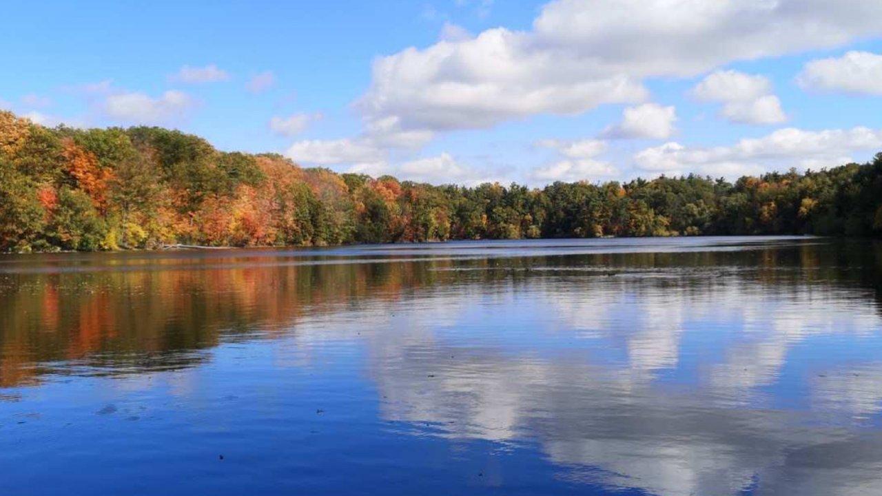 每年秋天赏枫🍁都要打卡的地方Bond Lake