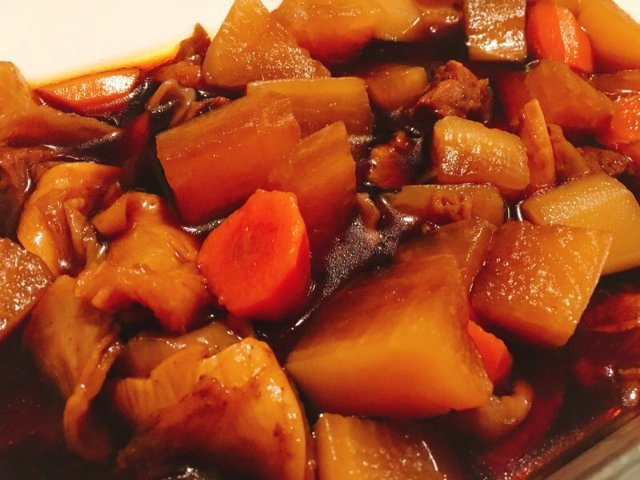 冬日里一碗热腾腾的萝卜炖牛腩