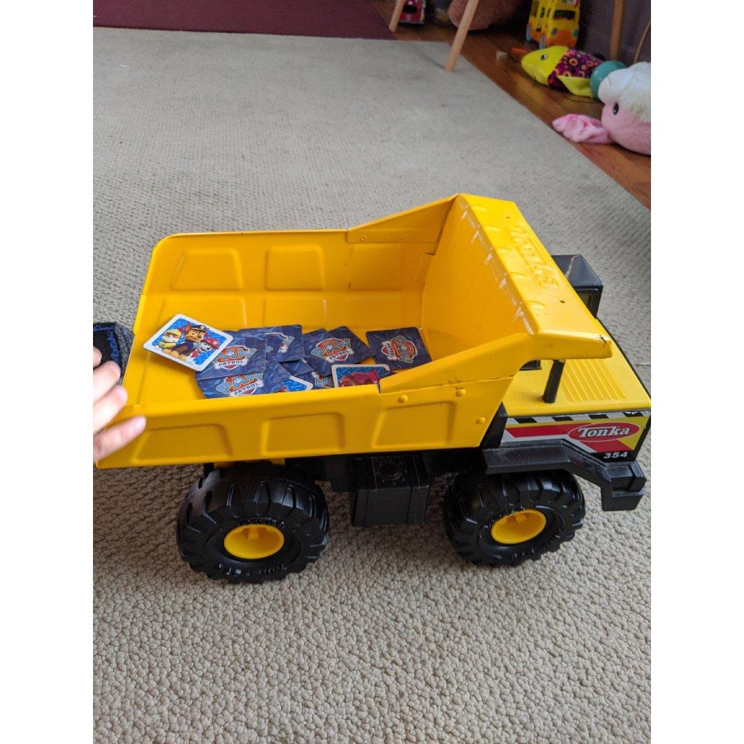 小娃最爱的dump truck
