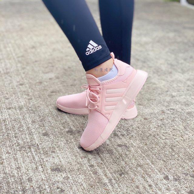 鞋子 脚上的少女粉:Adidas粉...