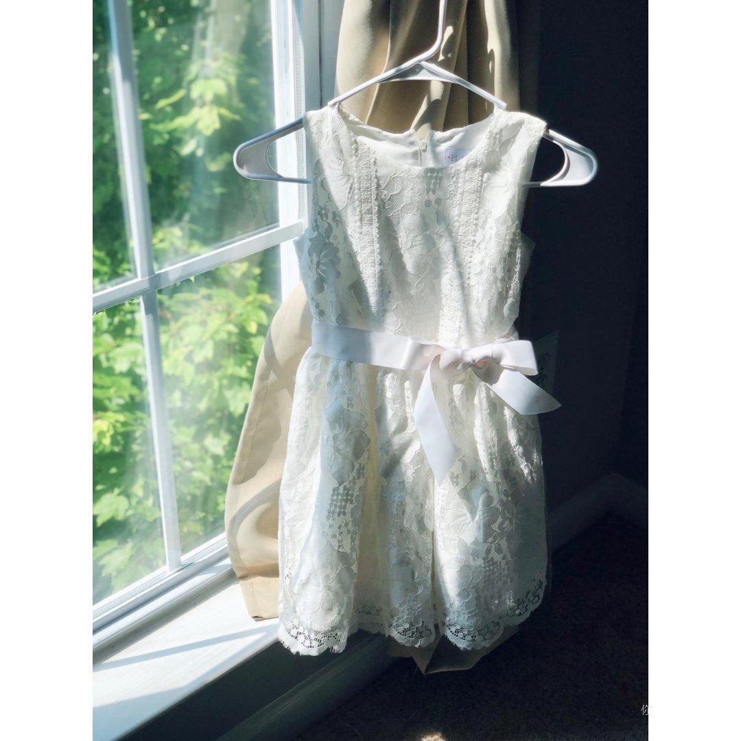 超划算的白色连衣裙大家都跟着君君买...