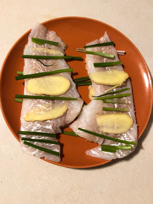 清蒸鳕鱼和酒炖花蛤