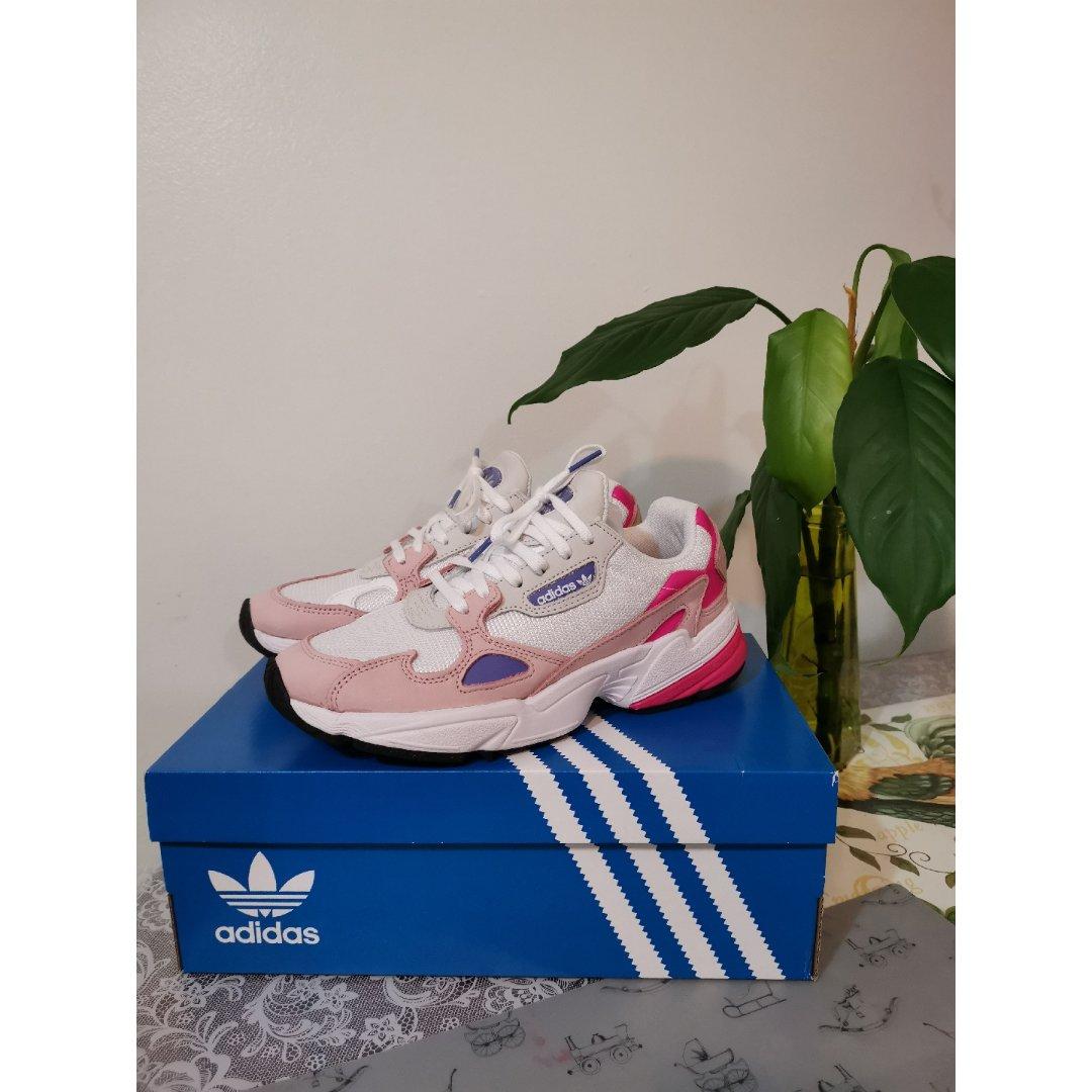 Adidas Falcon老爹鞋