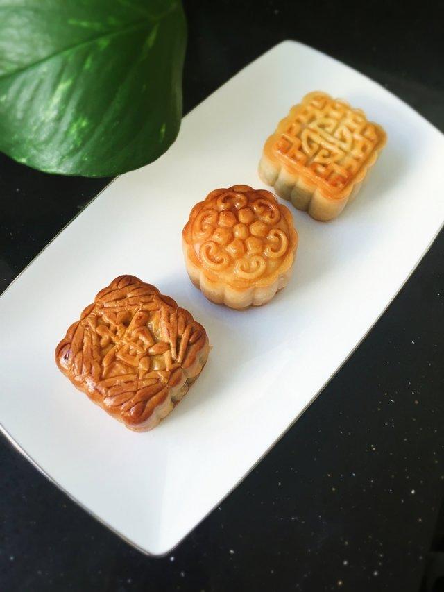 清秋皓月,闲来无事,继续吃月饼吧😁...