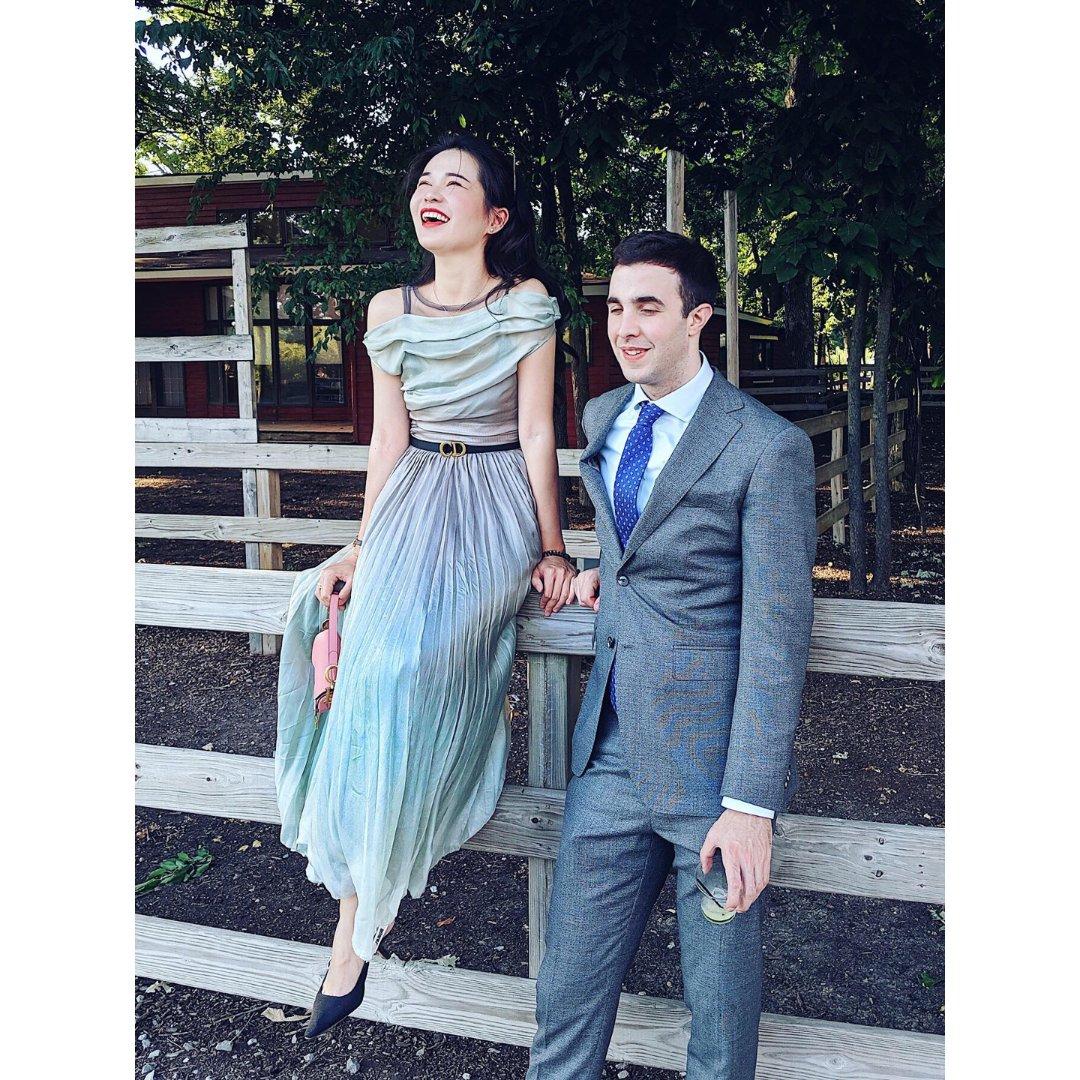 情侣穿搭 | 参加美式婚礼如何优雅...