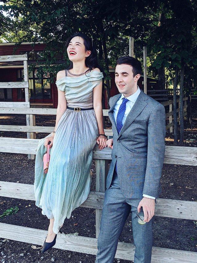 情侣穿搭   参加美式婚礼如何优雅...