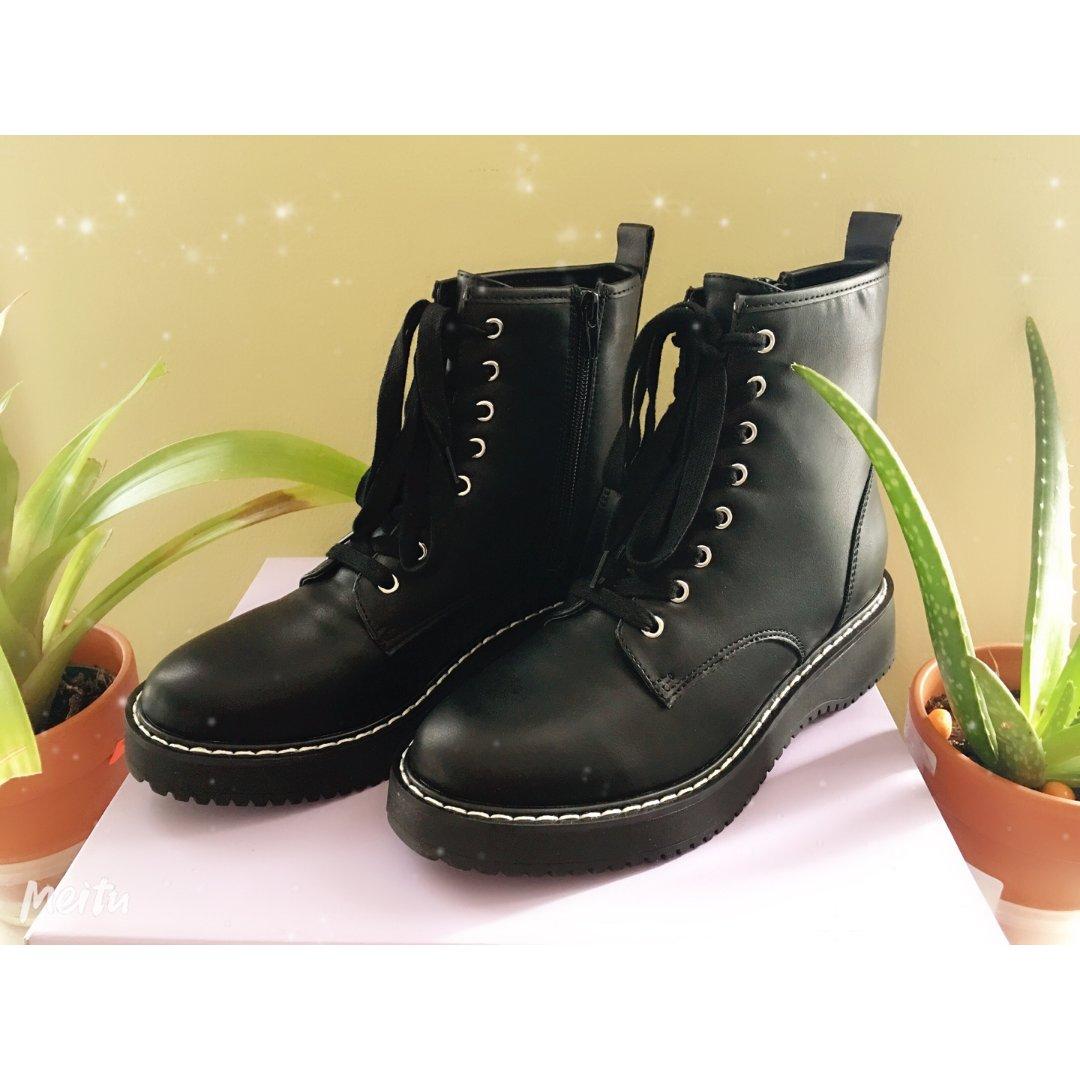 黑五战利品——八孔马丁靴
