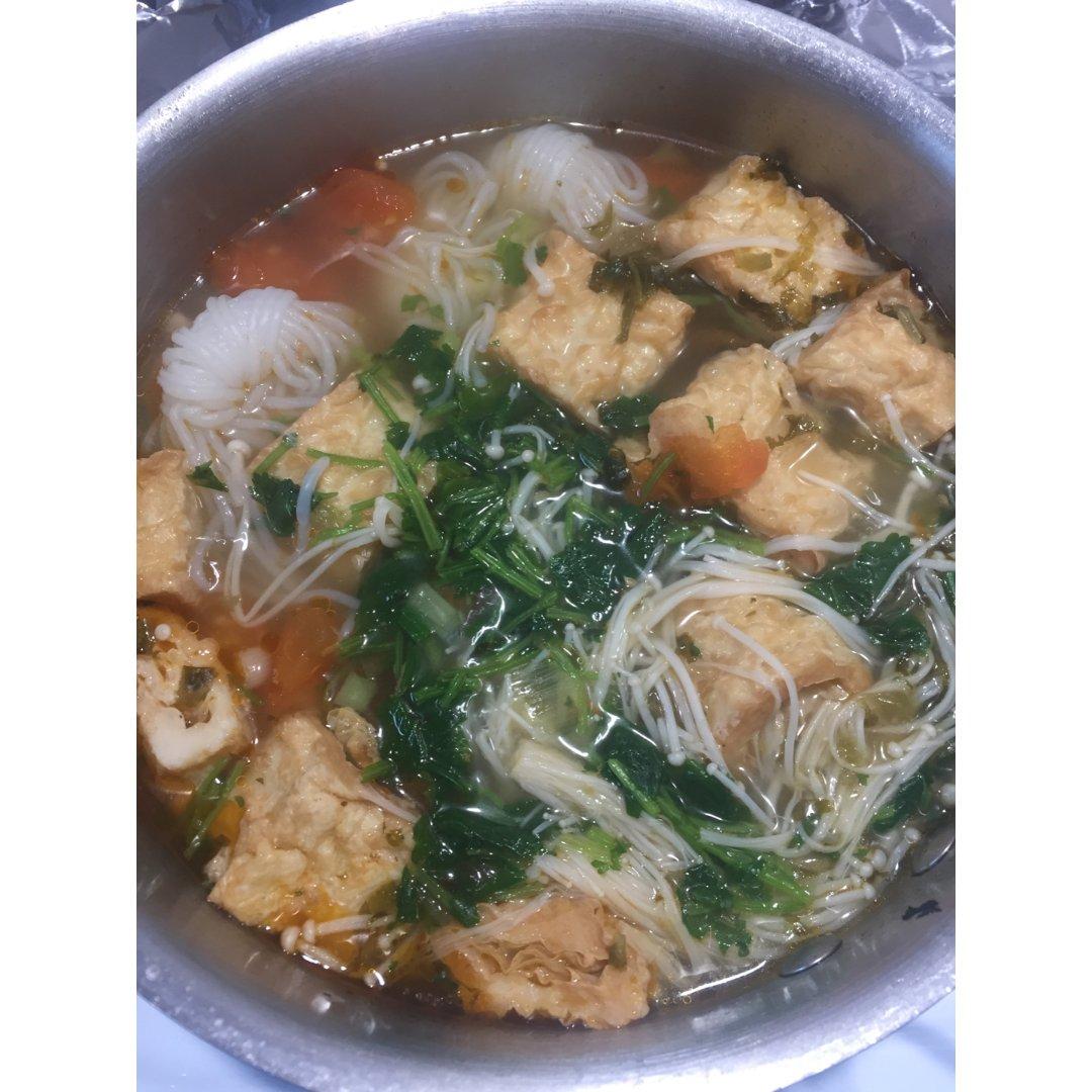 魔芋西红柿腐竹海鲜卷锅