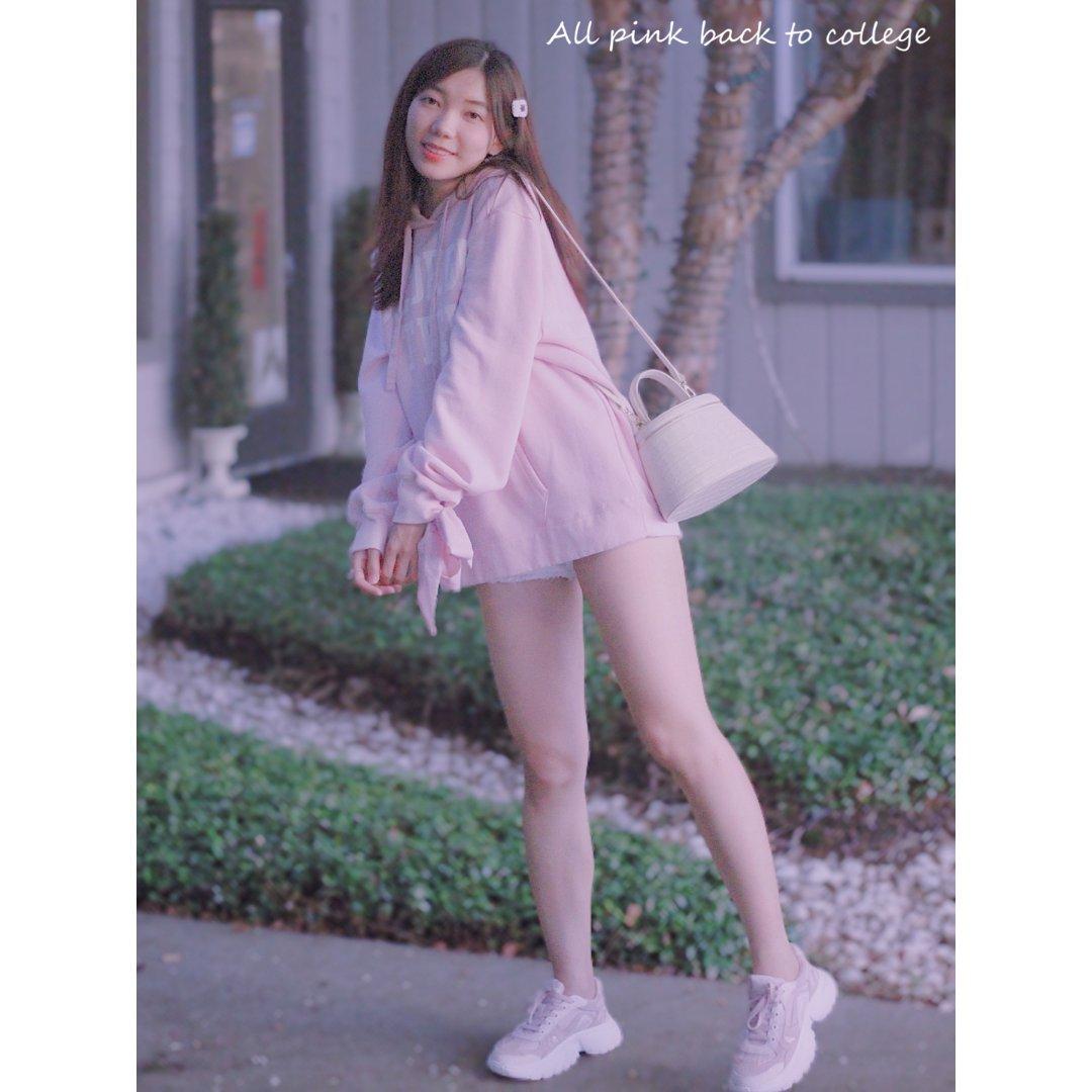 穿搭 | 粉色卫衣+老爹鞋 重回校...