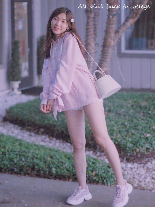 穿搭   粉色卫衣+老爹鞋 重回校...