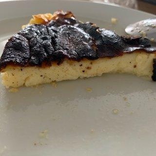 巴斯克式烤芝士蛋糕...