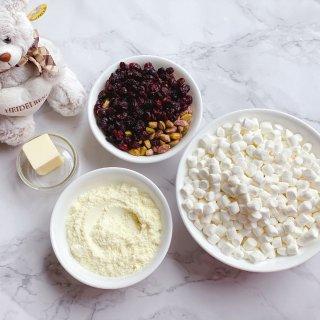 棉花糖,蔓越莓跟开心果,奶粉,黄油