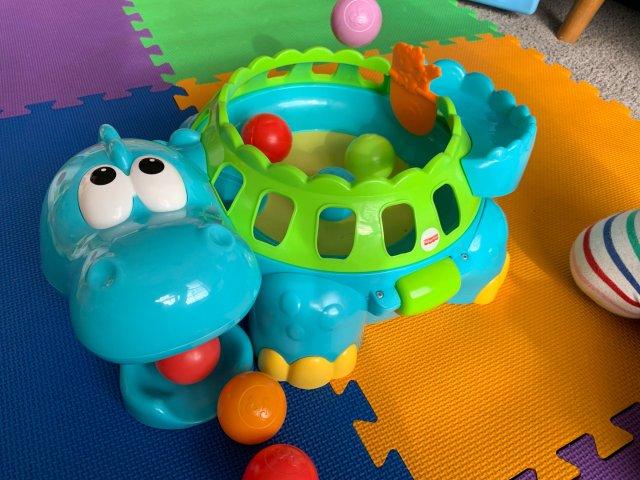适合低龄宝宝的费雪河马蹦球机