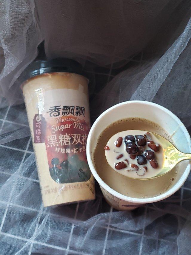 来一杯黑糖红豆珍珠双拼奶茶吧☺☺