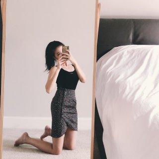 对着镜子自拍照技巧❤️碎花半裙好好看...