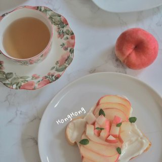 ☀️ 美丽的食物🍑桃子酸奶吐司🍞...