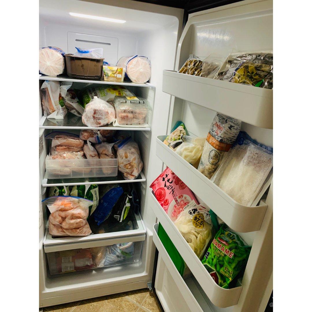"""宅家不止囤货🤫,还""""囤了""""三个冰箱🙀"""
