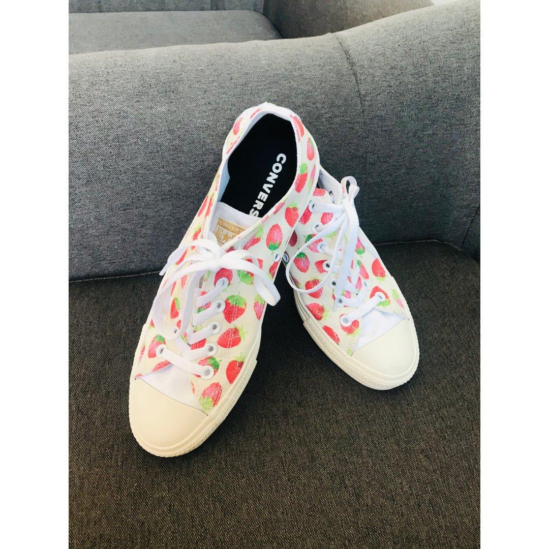 巨可爱!Converse定制款草莓鞋