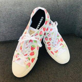 巨可爱!Converse定制款草莓鞋...