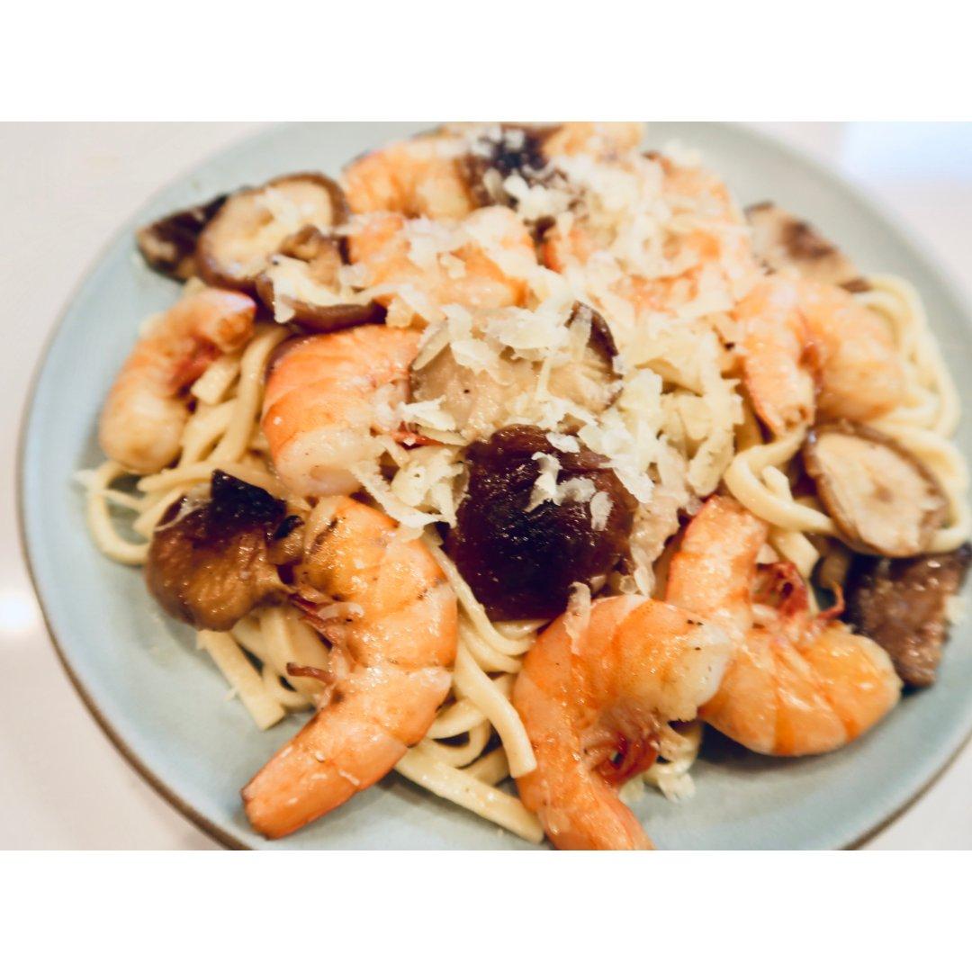 西餐美食分享~鲜虾菌菇意面