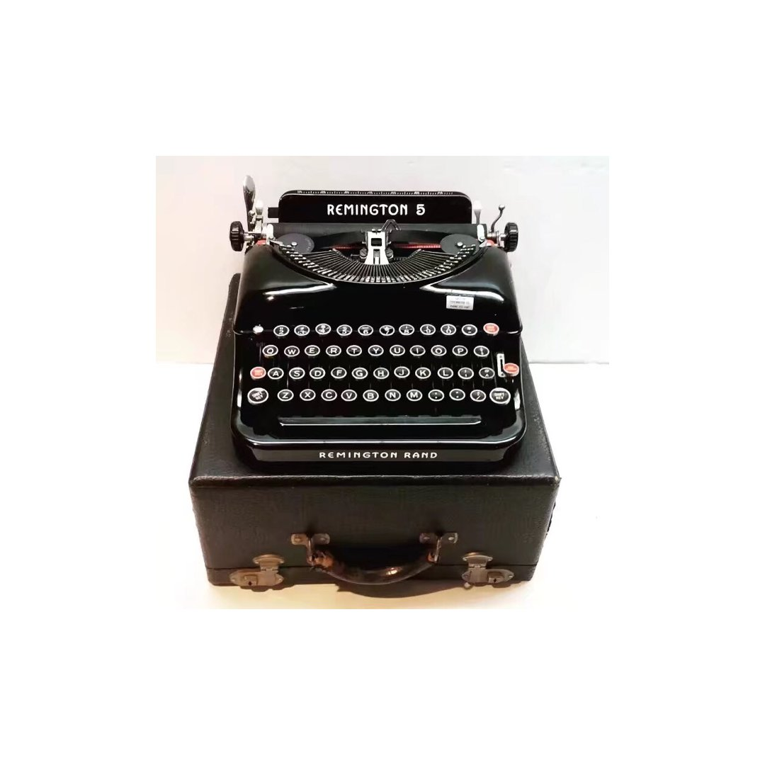 对打字机很喜欢,对于机械的东西都很...