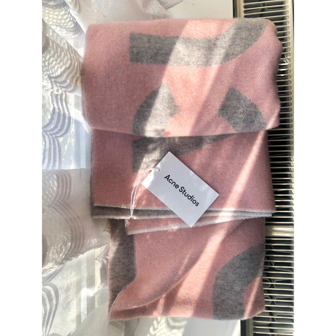 超温柔的Acne粉丝围巾🧣...