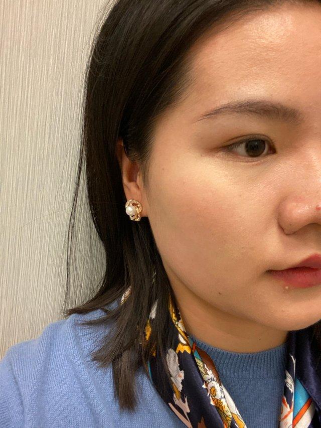 耳朵上的一颗珠