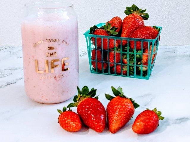 #自制健康饮品  有机蜂蜜草莓牛奶...