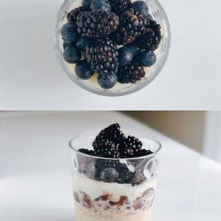 三餐 浆果、酸奶、红豆、燕麦,这一杯快手...