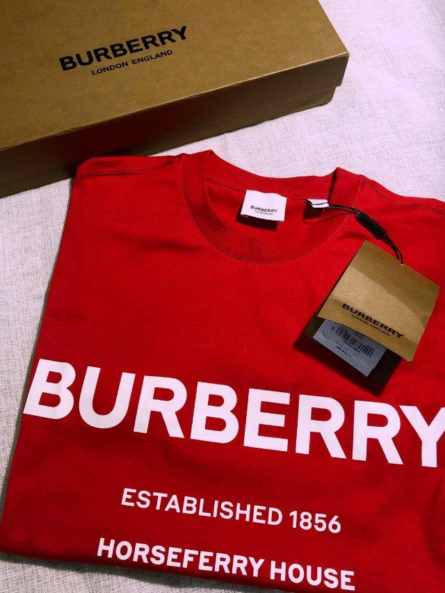 2020也要继续爱上Burberry呐❤