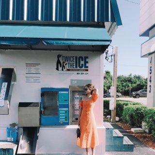 第一件橘色单品~这条UO的连衣裙...