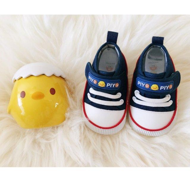 朋友送的黄色小鸭婴儿鞋<br />...
