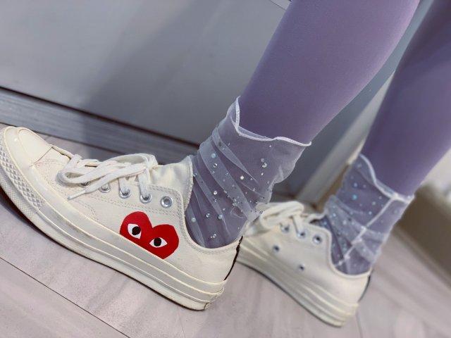 穿搭分享:彩虹女孩仙女袜