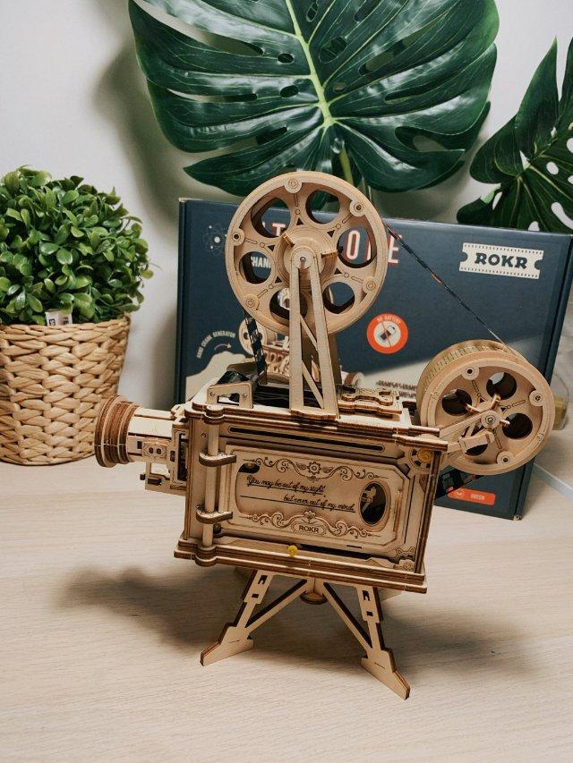 趣物分享:手工制作的手摇放映机