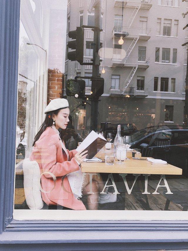 穿搭   法式玻璃橱窗里的橙粉色女...