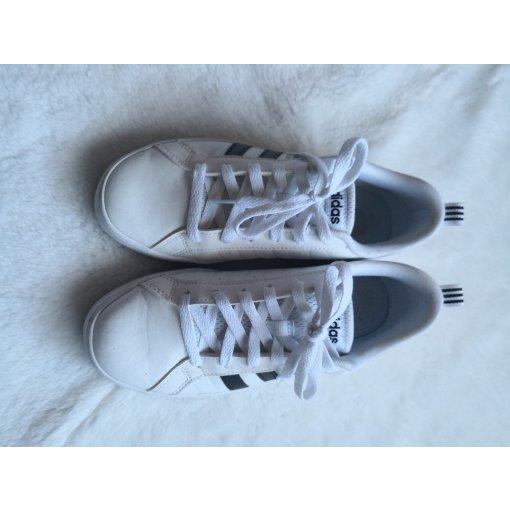 4 白色鞋子和包