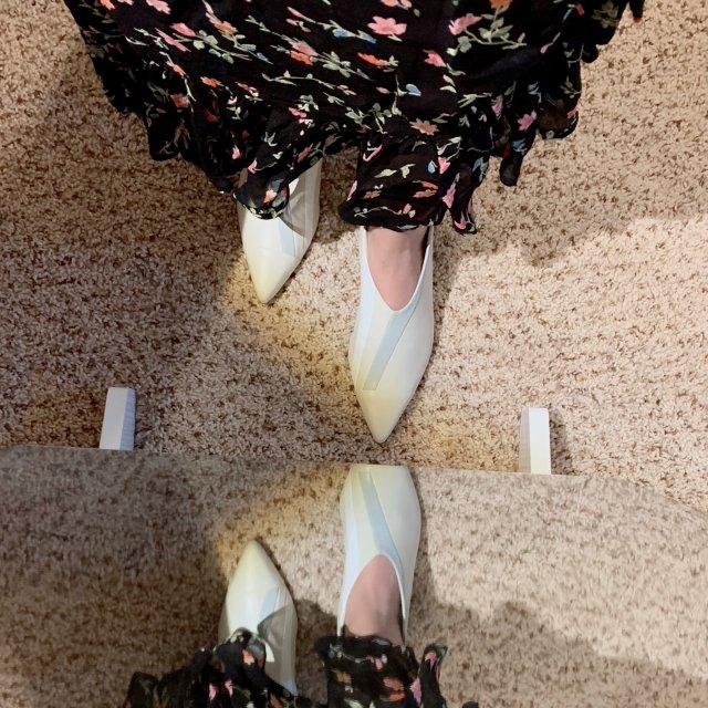 白皮鞋和碎花裙,为秋天做好准备