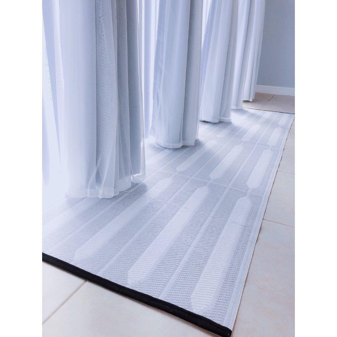 给空荡荡的前厅先补一块小地毯吧