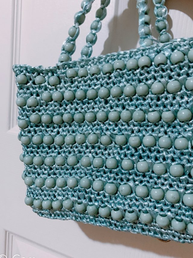UO 蓝色珠子编织手包 👜