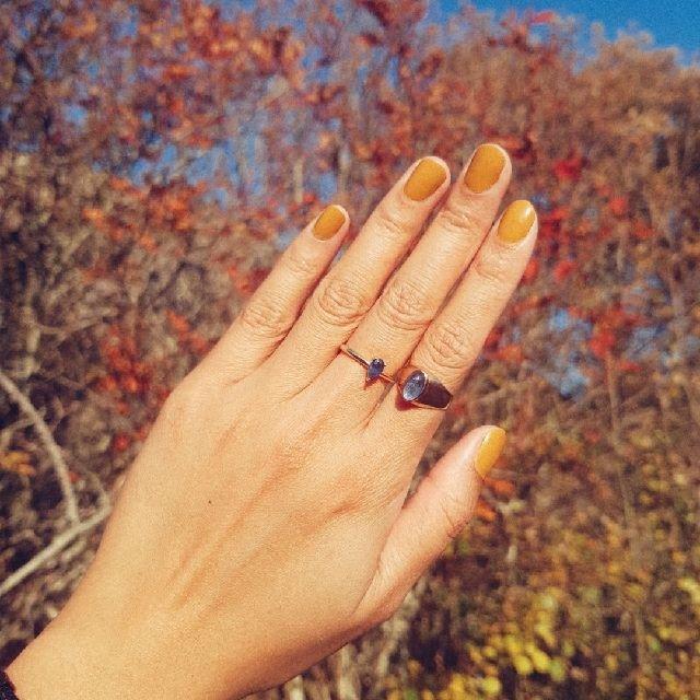 秋天该有的样子🧡💛🖤姜黄色的指甲油...