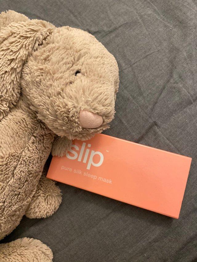 一个人也要好好睡觉🤫真丝Slip伴眠
