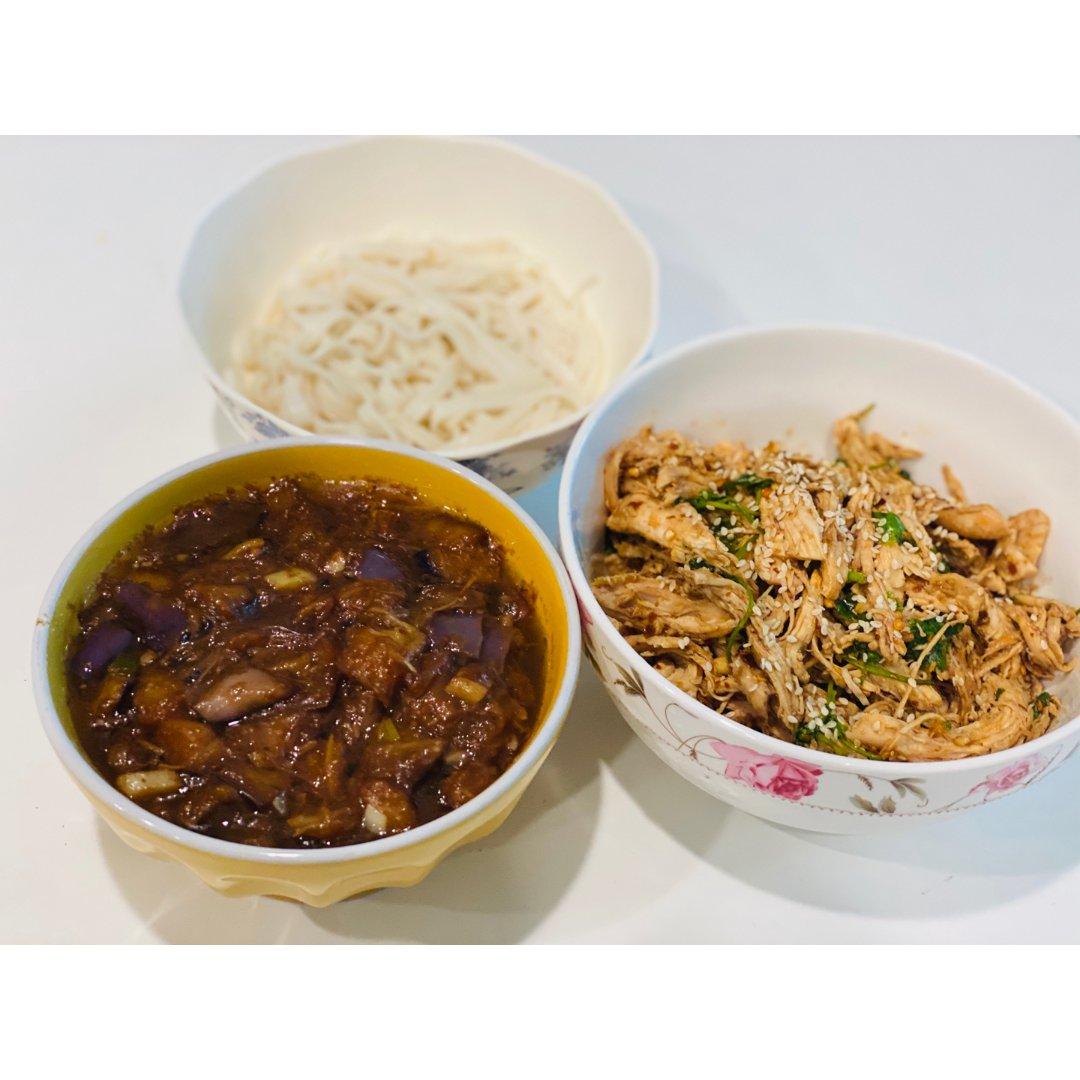 【午餐摊】茄丁面 + 手撕鸡