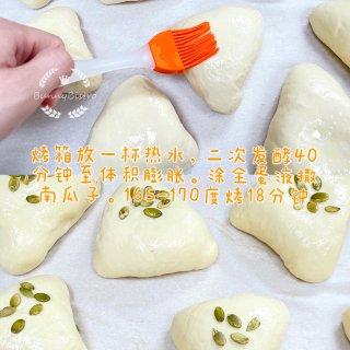 超级松软的芋泥肉松麻薯小餐包...