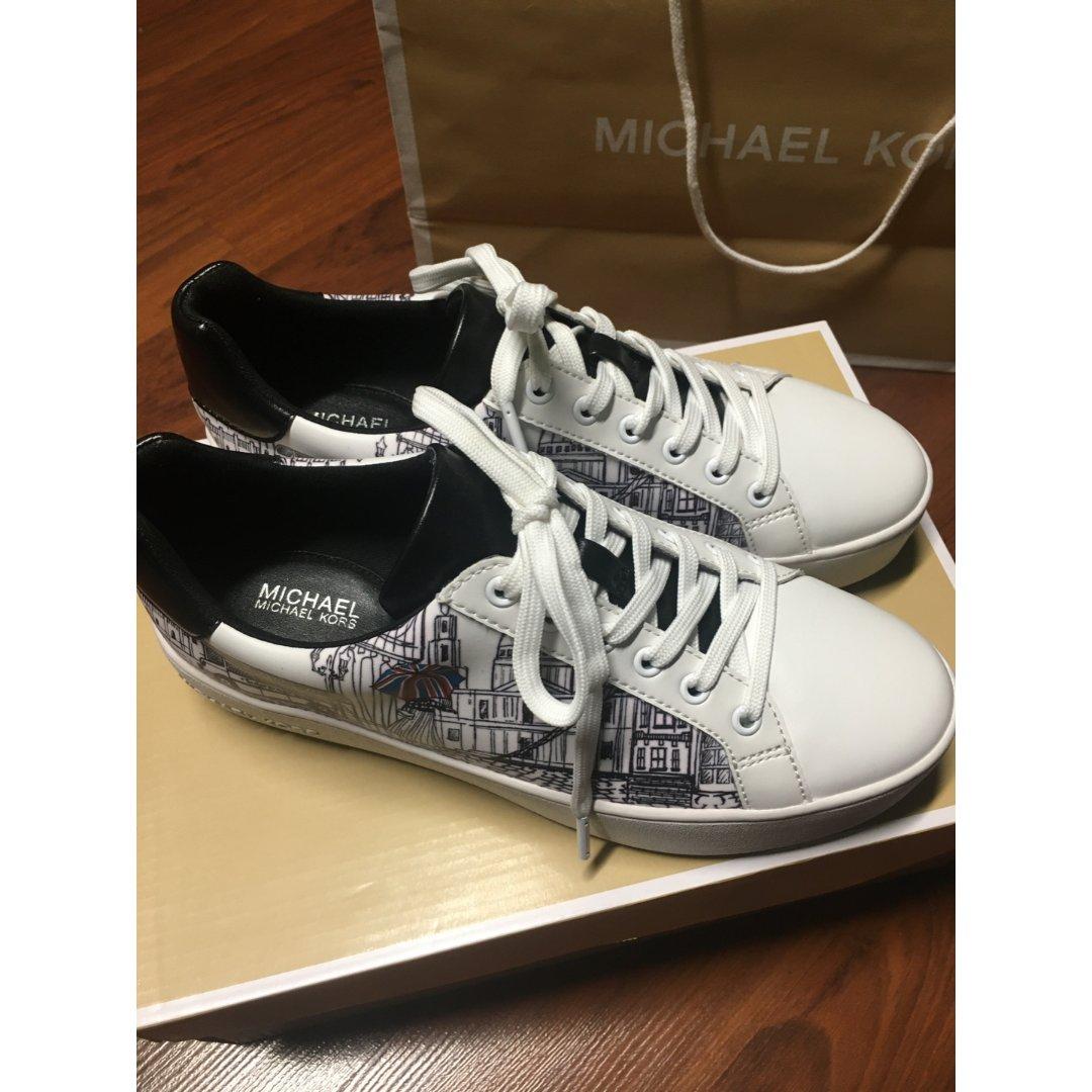 MK 奥莱涂鸦款小白鞋