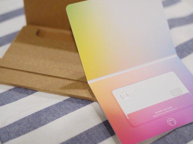 钛合金材质的信用卡你见过吗   苹...