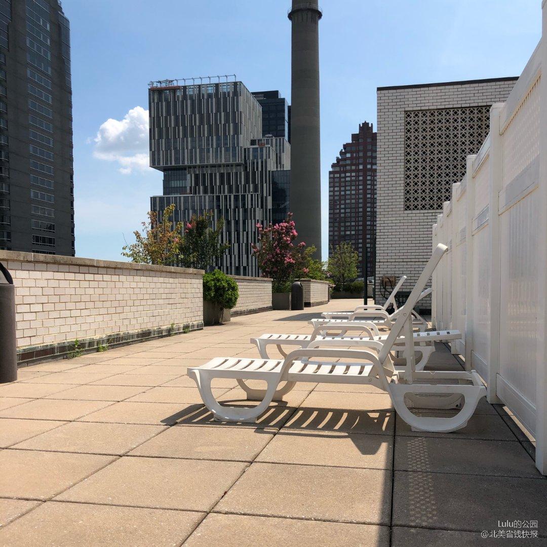 曼岛屋顶花园摆个摊,晒晒太阳☀️看...