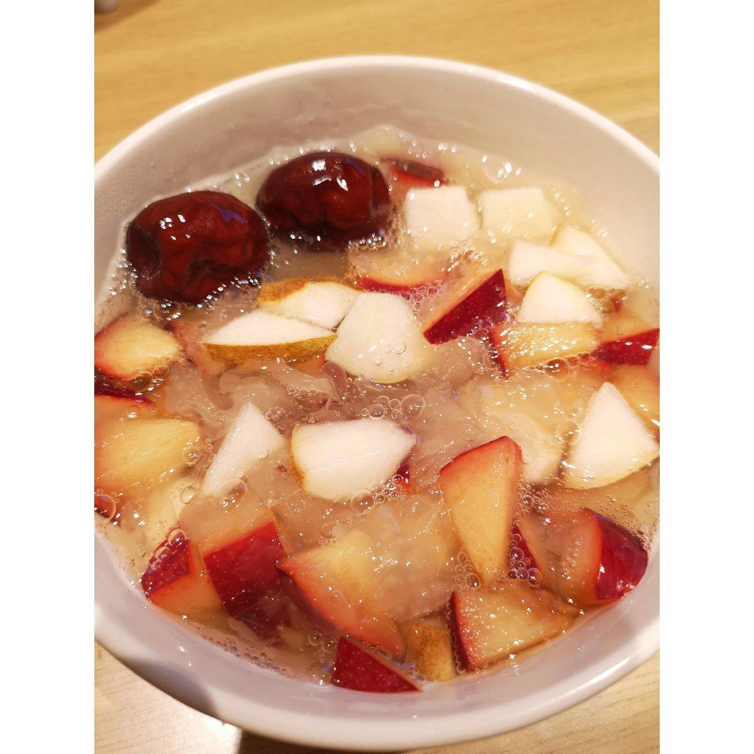 夏日水果捞之红枣银耳汤