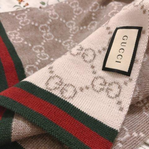 无门槛6.3折+免邮Gucci 经典老花羊毛围巾超好价 多款式可选