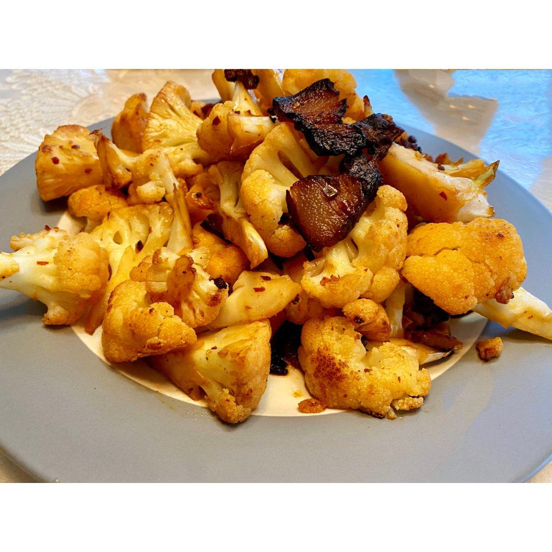 腊肉炒菜花与银鱼蒸蛋