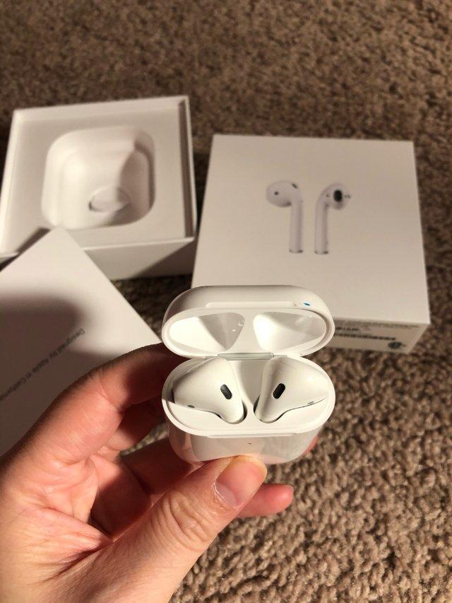 Apple airpods 无线充...